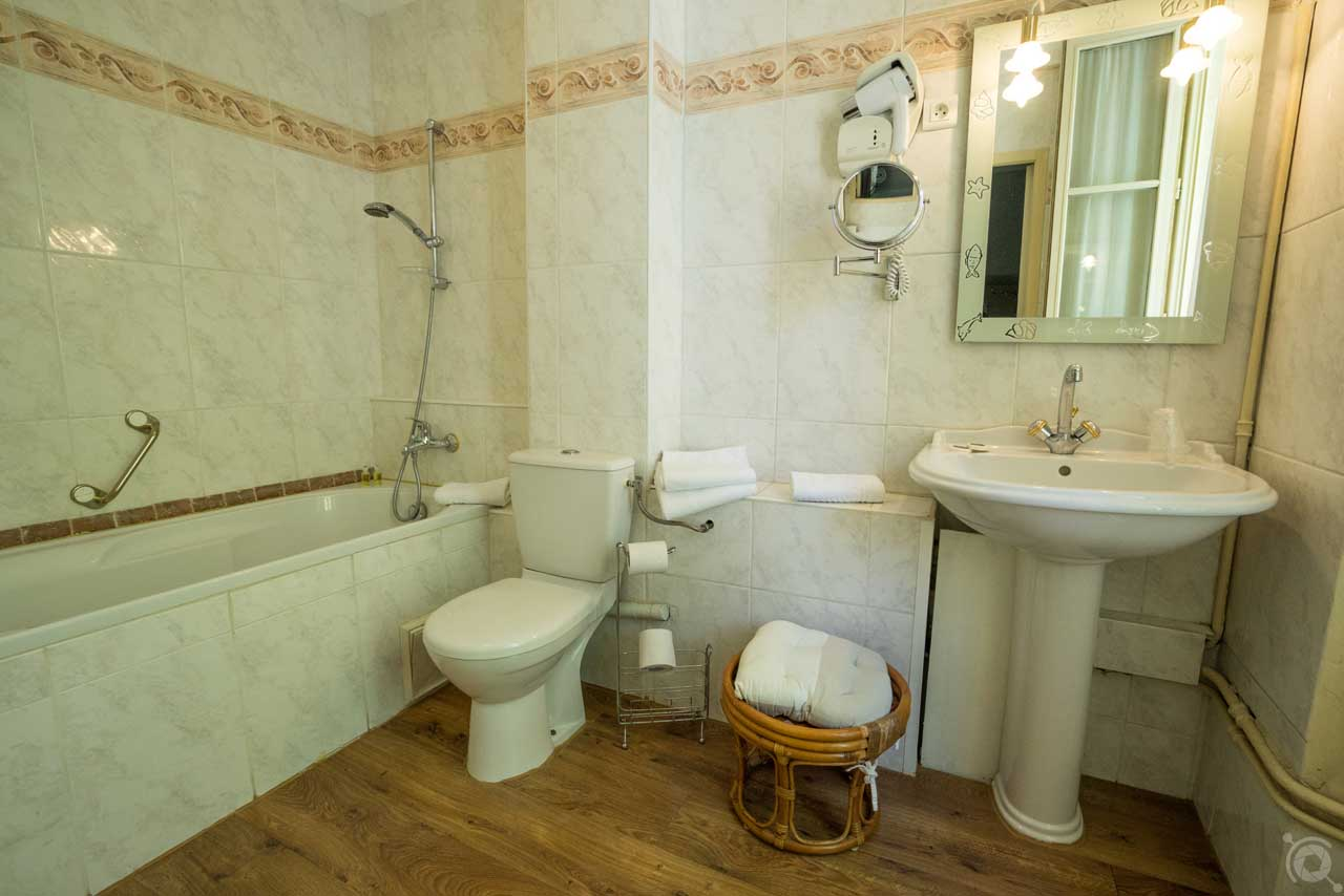 lang[meta_title] - Chambre 09 - Salle de bain 2